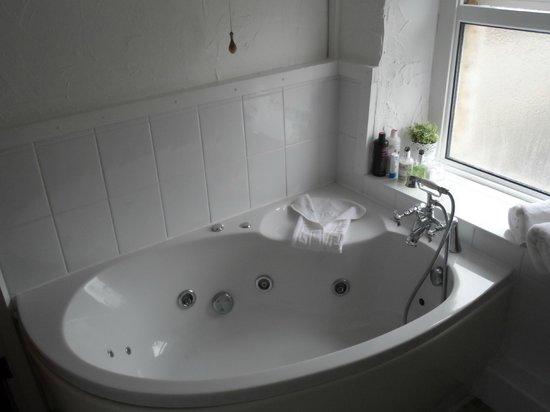Rambler's Rest Guest House: Room 2 Spa Bath