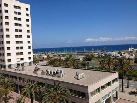 NH Barcelona Del Mar: Вид из номера