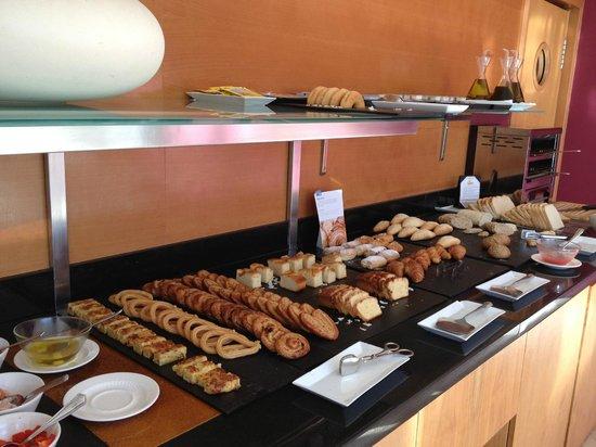 NH Barcelona Del Mar: Завтрак