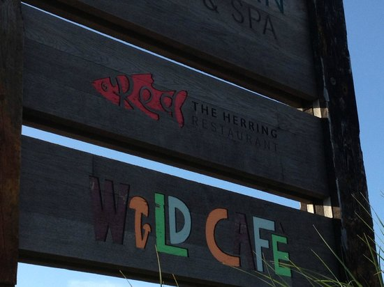 Bedruthan Steps Hotel Restaurant: Beautiful wooden signage