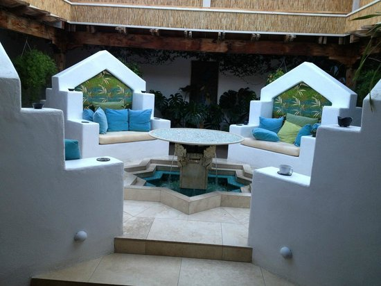 The Cottage Inn & Spa: Courtyard during day