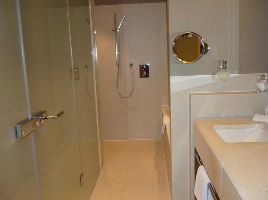 Travel Charme Ifen Hotel: großzügiges Bad