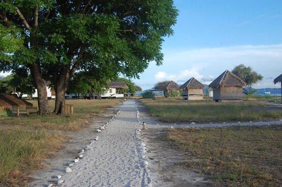 Kanawa Resort: Walk to bathroom
