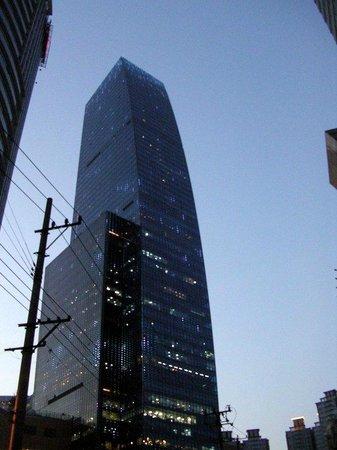 Renaissance Shanghai Zhongshan Park Hotel: Aussenansicht (Zimmer ab 25. Stock aufwärts)