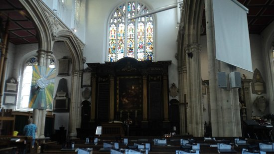 Church of St. Michael le Belfrey : altar
