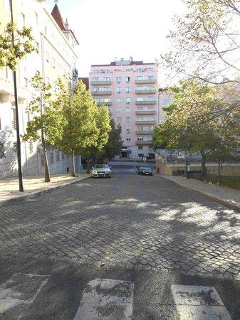 Residencial Horizonte: Rechts in het parkje ligt de Metro