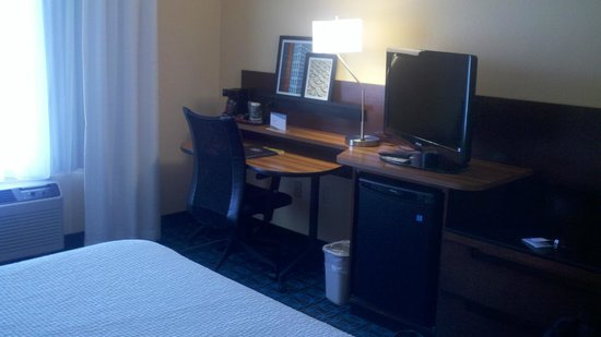 Fairfield Inn & Suites Memphis Southaven: Desk