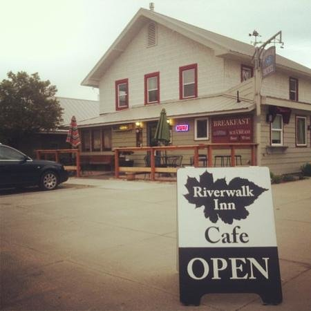 Riverwalk Cafe: View from the corner of wapato & Emerson st.