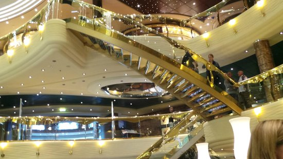 Santorini Sailing : hall du fantasia