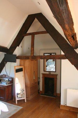 Huntlands Farm Bed & Breakfast: Oak beams and bespoke oak wardrobe