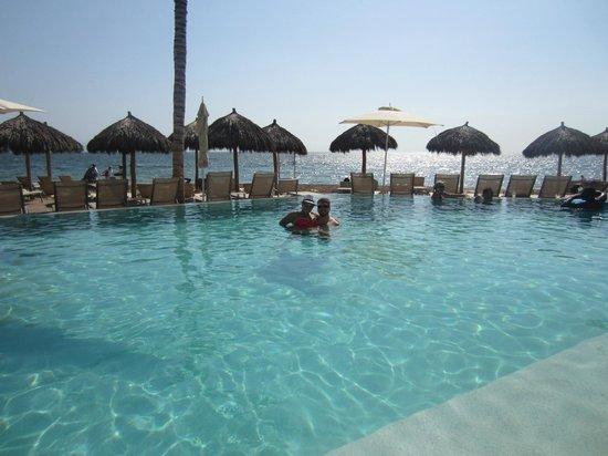 Secrets Vallarta Bay Puerto Vallarta: Infinity pool with the ocean in the background