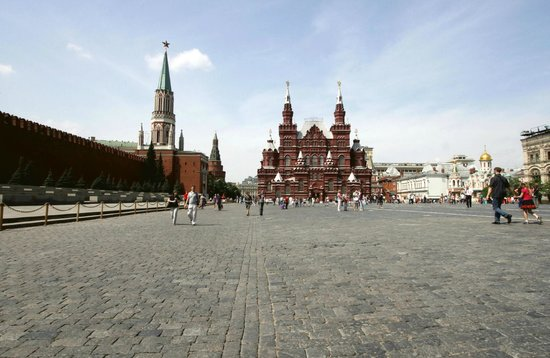 Red Square (Krasnaya ploshchad): The Walls of the Kremlin & the State Historical Museum