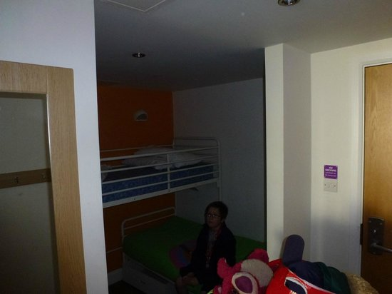 Butlins Shoreline Hotel: Kid's sleeping area, with it's own tv & cd player