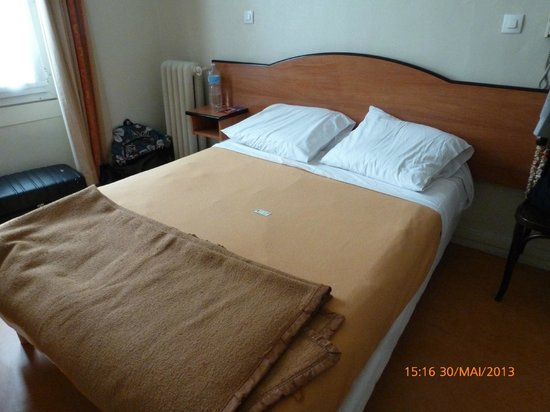 Hotel De Milan : Lit