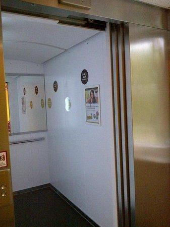 B&B Hotel Frankfurt City-Ost: Lift