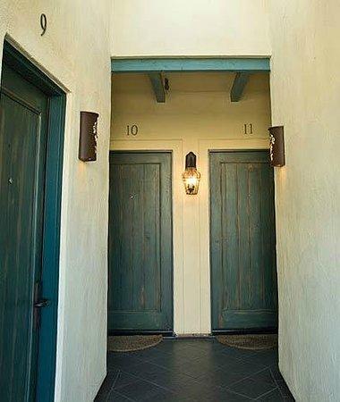 Sonoma Creek Inn : Exterior hall