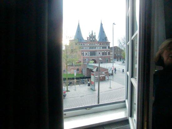 Ringhotel Jensen: la Holstentor vista dalla camera del Ringhotel Lensen
