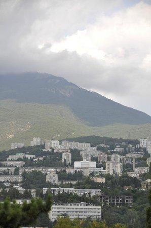 Park-Hotel Yalta: Вид из номера на Ялту
