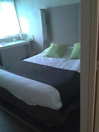 Campanile Poitiers Sud - Aéroport : literie excellente lit spacieux