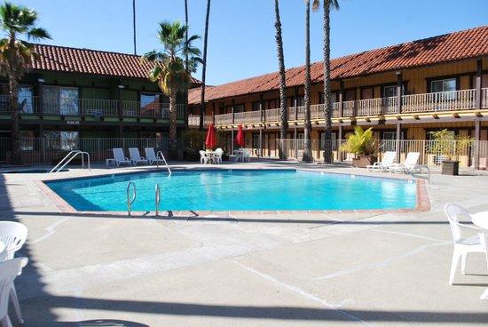 GuestHouse Inn & Suites Norwalk: côté chambres calmes
