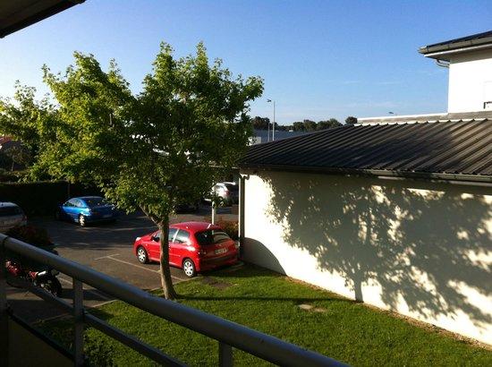 Premiere Classe Avignon Sud - Parc Des Expositions : Il parcheggio visto dalla camera