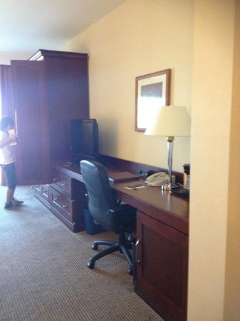 Sheraton Carlsbad Resort and Spa: workspace (the 448 sq ft is much appreciated)
