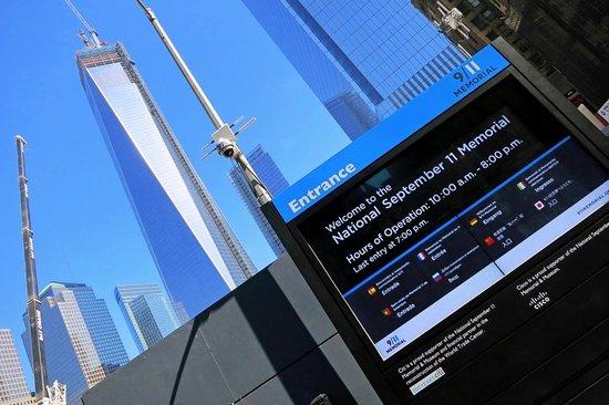 Mémorial du 11-Septembre : Memorial Entrance