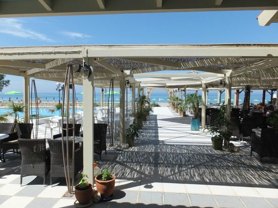 Golden Beach Hotel: Terrasse