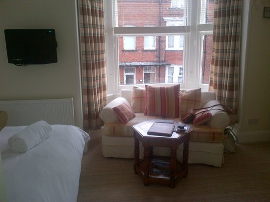 Abbot's Leigh Guest House: Bedroom Sitting Area