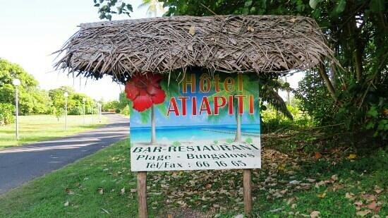 Hotel Atiapiti : Enseigne de l'hôtel