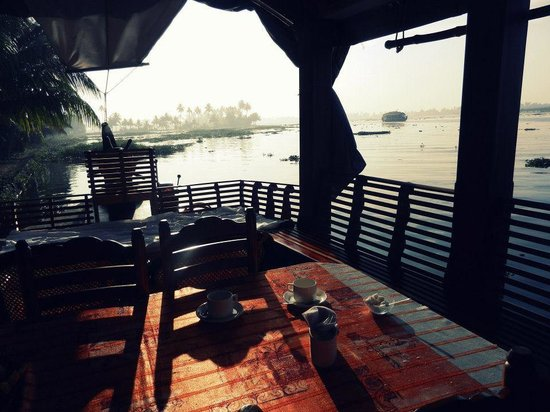Alleppey Backwaters Backwater Village Tour: Breakfast in the morning on the boat