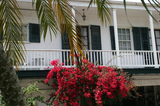 1822 Bougainvillea House: Riverboat Balcony