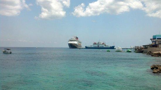 El Cantil Condominiums: Cruise ship terminal Puerta Maya