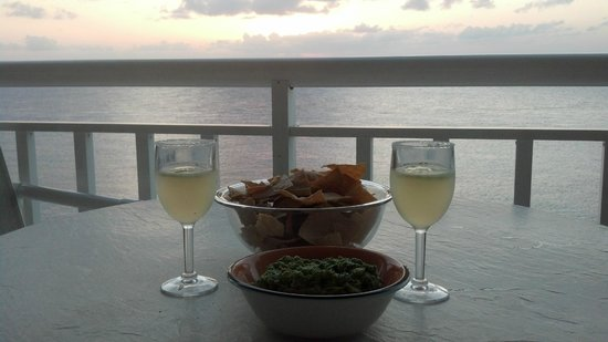 El Cantil Condo Resort : Margaritas on Balcony of 7A-N