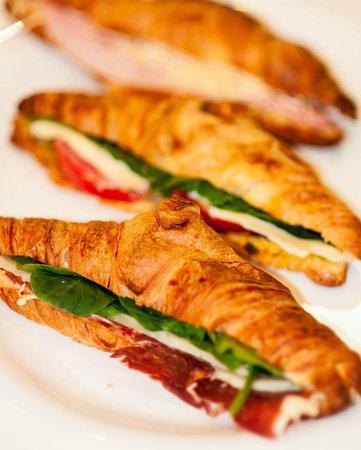 El Cafetico: stuffed french croissants