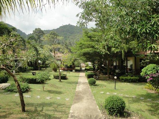 La Mer Samui Resort: Weg zum Bungalow