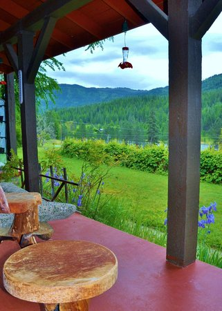 Reflections Inn : Relaxing deck and scenary