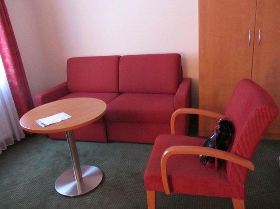 Hotel Gasthof Ochsen: coin canapé dans la chambre