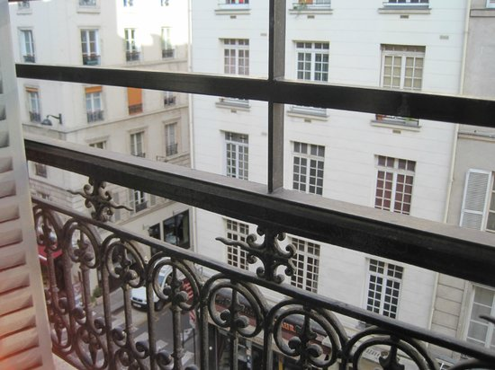 View from 4th floor room - Picture of Hotel Turenne Le Marais, Paris ...