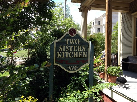 Two Sister's Kitchen : front sign