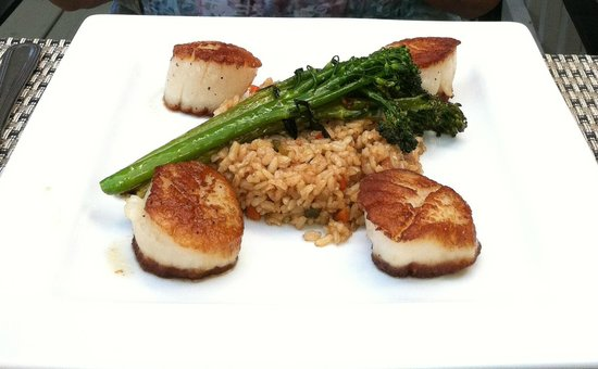 The Esmeralda Restaurant: scallops, broccolini, brown rice