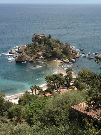 Hotel Villa Carlotta: the hotel was an easy walk to beautiful, one of a kind Isola Bella