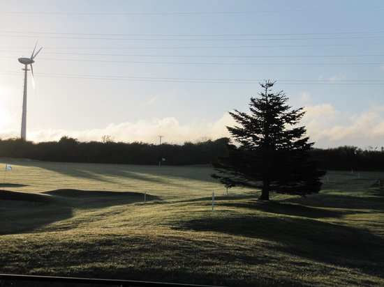 Bowood Park Hotel & Golf Club : Early morning from window