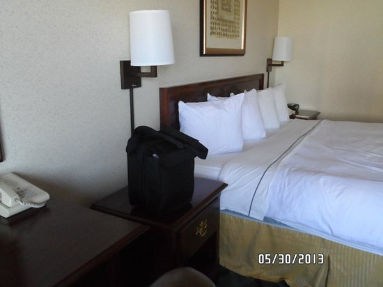 Radisson Hotel High Point: King Bed