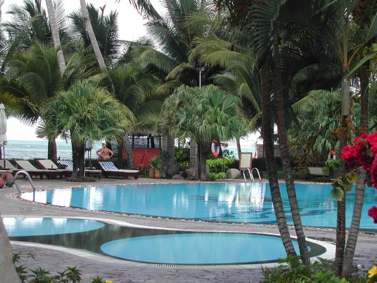 Oriental Pearl Beach Resort: pool