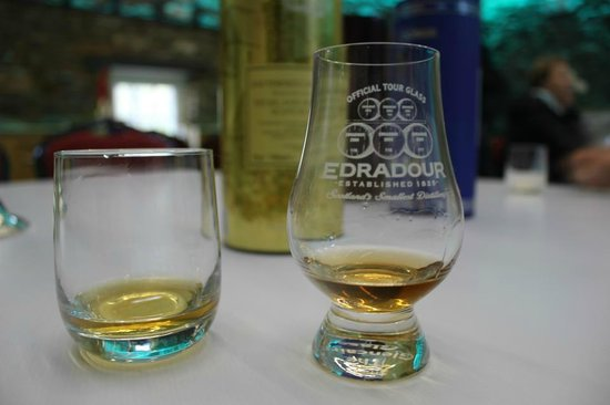 Edradour Distillery : Tasting glass and two nips