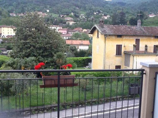 Hotel Fioroni: Otra vista desde el balcon terraza de la habitacion del hotel