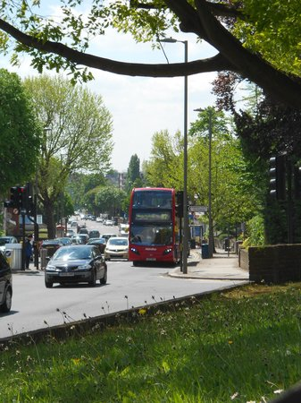 Holiday Inn Express London - Golders Green North: Området