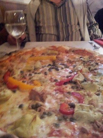 Restaurant Pizzeria Zur Grunen Ecke : Riesenpizza