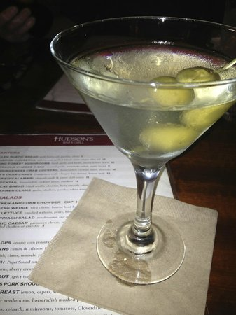 Hudson's Bar & Grill: dirty martini